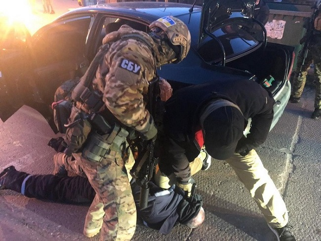 На Украине задержали двух молдаван: они пытались вывезти кокаин стоимостью более одного миллиона долларов (ФОТО)