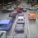 На оживлённом перекрёстке в центре столицы сломался светофор: образовались пробки