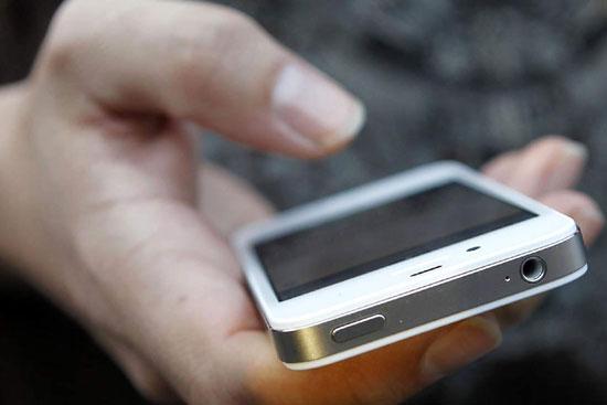 Телефон, забытый пожилой бендерчанкой в магазине, стал добычей вора