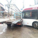 ДТП в Бельцах: троллейбус с пассажирами врезался в грузовик (ФОТО)