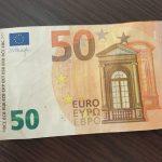 Жительнице столицы подсунули в обменнике фальшивые евро: полиция забрала купюру на экспертизу