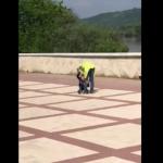 В Сороках избивавшая своего ребёнка женщина попала на камеру (ВИДЕО)