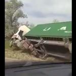 ДТП на трассе Унгены-Кишинёв: грузовик слетел с трассы и перевернулся (ВИДЕО)