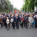 Десятки тысяч граждан принимают участие в Марше Победы в Кишинёве (ФОТО)