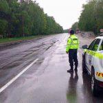 НИП призывает водителей быть бдительными на мокрой дороге