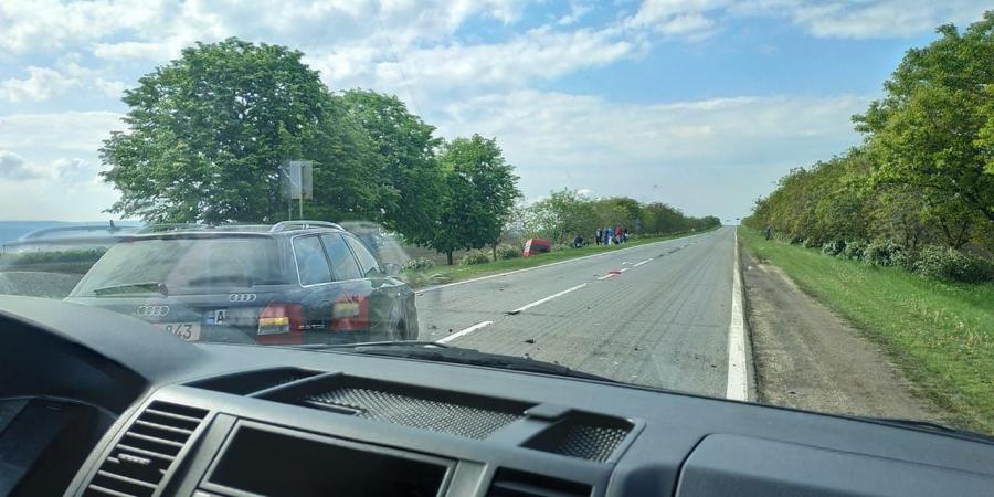 Авария в Ниспоренах: машина улетела с трассы в кювет