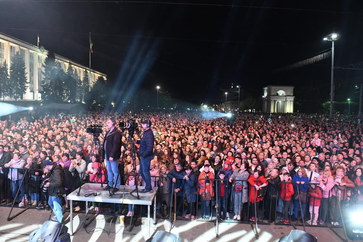 Tens of thousands of citizens took part in a grand concert on the occasion of Victory Day in Chisinau