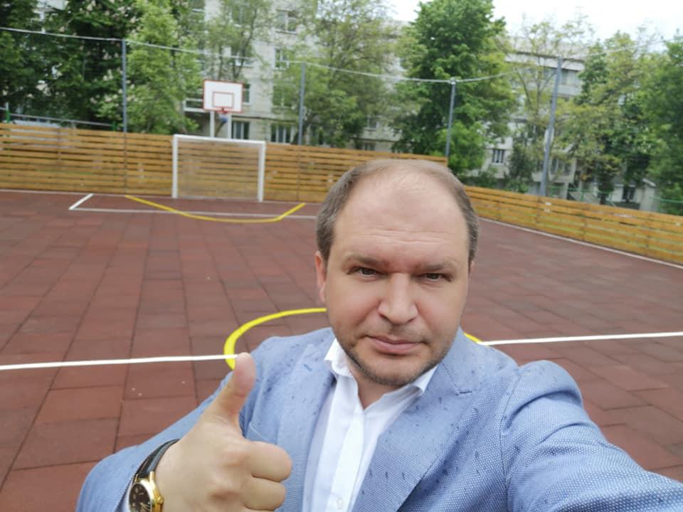 Еще одна победа ПСРМ: новый стадион и благоустроенный двор – вместо очередной многоэтажки (ФОТО)