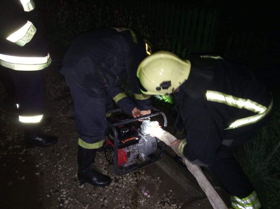 Затопленные подвалы домов и размытые дороги: в Молдове подсчитывают ущерб от вчерашнего дождя