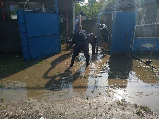 Размыты дороги, затоплены подвалы: ГИЧС подсчитал ущерб от ливневых дождей в Молдове (ФОТО, ВИДЕО)