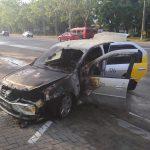 Утреннее ЧП: на столичной автозаправке сгорела машина службы такси (ФОТО)