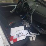 Неприятный сюрприз для двух столичных водителей: воры взломали и обчистили их машины (ФОТО)