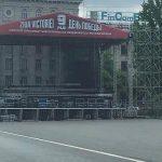 Подготовка к концерту на День Победы идет полным ходом: на ПВНС уже установлена сцена