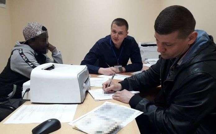 Троих молдаван принудительно вернут на родину из Украины