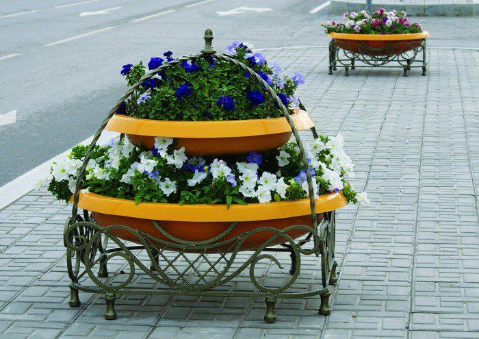 В Тирасполе двое нетрезвых хулиганов позарились на цветочные вазоны