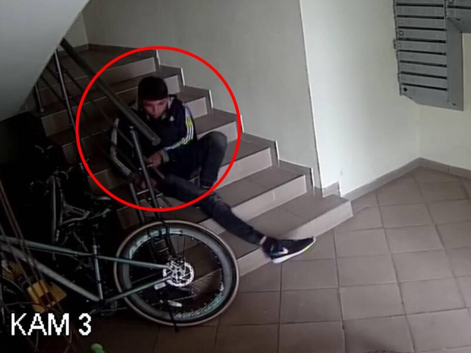 Столичная полиция разыскивает подозреваемого в серии краж велосипедов (ВИДЕО)