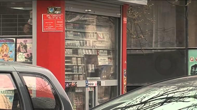 Злоумышленники обокрали столичный киоск, пока пьяная продавец спала