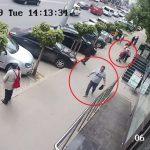 Беспрецедентный случай в Кишинёве: мужчина ударил двух женщин, мирно проходивших по улице (ВИДЕО)