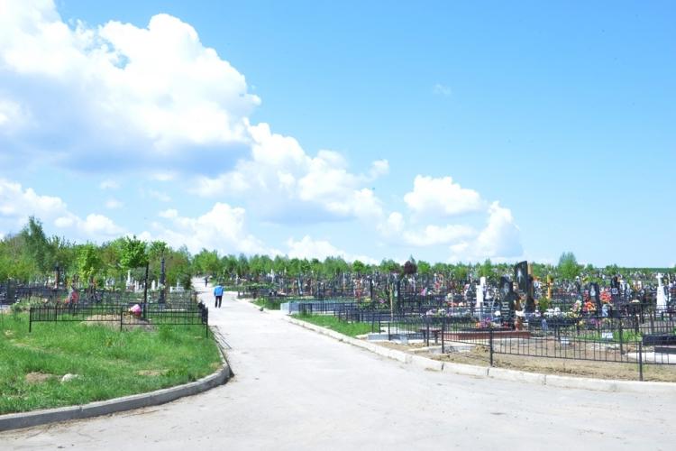 Столичные кладбища будут открыты на Радоницу