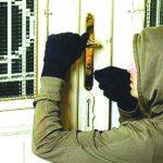 Полиция разыскивает злоумышленника, обокравшего жительницу Каушан