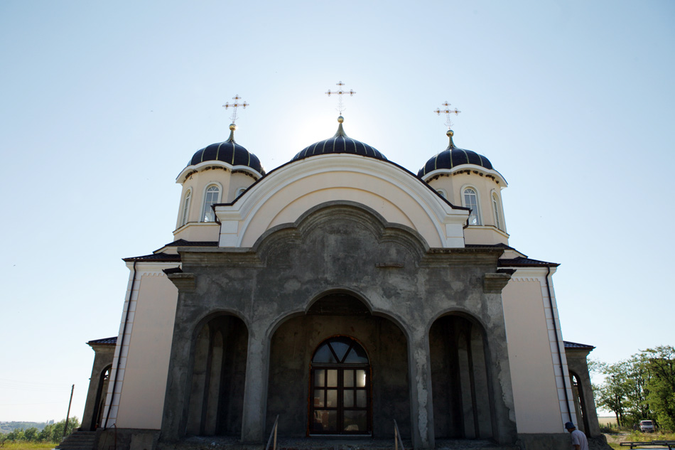 Кража на миллион: рецидивисты украли драгоценности из монастыря в Дрокии