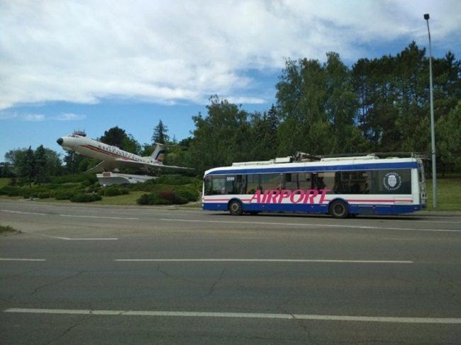 Троллейбусы, которые следуют до аэропорта, изменят свой облик (ФОТО)