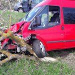 Серьёзное ДТП в Хынчештах: столкнулись микроавтобус и легковушка (ФОТО)