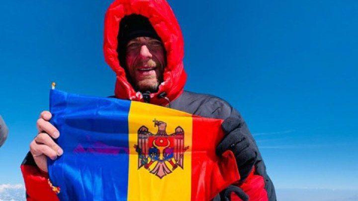 45-летний молдаванин покорил высочайшую вершину планеты (ВИДЕО)