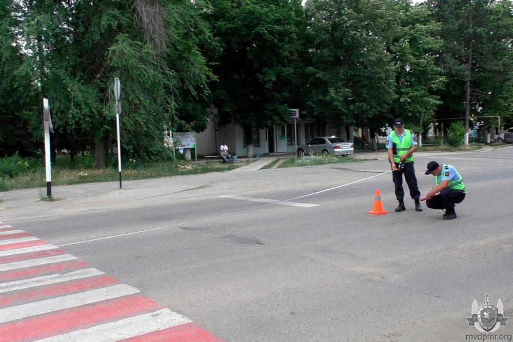 """В Слободзее невнимательный водитель сбил школьницу на """"зебре"""": девочка в больнице (ФОТО)"""