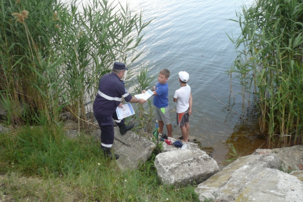 Жителям Гагаузии спасатели напомнили о правилах безопасности на водоёмах (ФОТО)