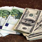 Курс валют на среду: евро и доллар немного упали в цене