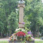 """Активисты """"Молодой гвардии"""" возложили цветы к памятнику Пушкину (ФОТО)"""