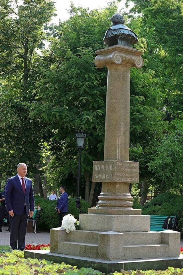 Додон: Спустя годы язык Пушкина остается для Молдовы гарантом взаимопонимания народов и культур
