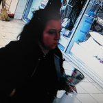 Кража телефона в супермаркете: бельцкая полиция разыскивает подозреваемую