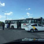 ДТП на Ботанике с участием автобуса и такси: двое пострадавших госпитализированы