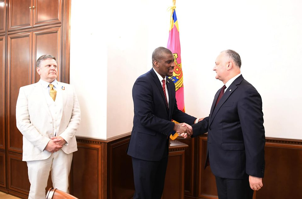Додон встретился с послом США в Молдове
