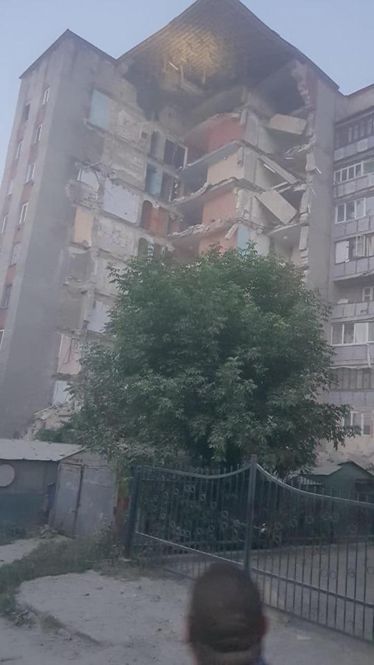В Атаках рухнула часть многоэтажки (ВИДЕО)