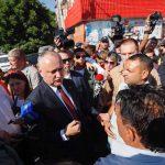 Президент встретился с жильцами дома в Атаках, который вчера был разрушен (ФОТО)