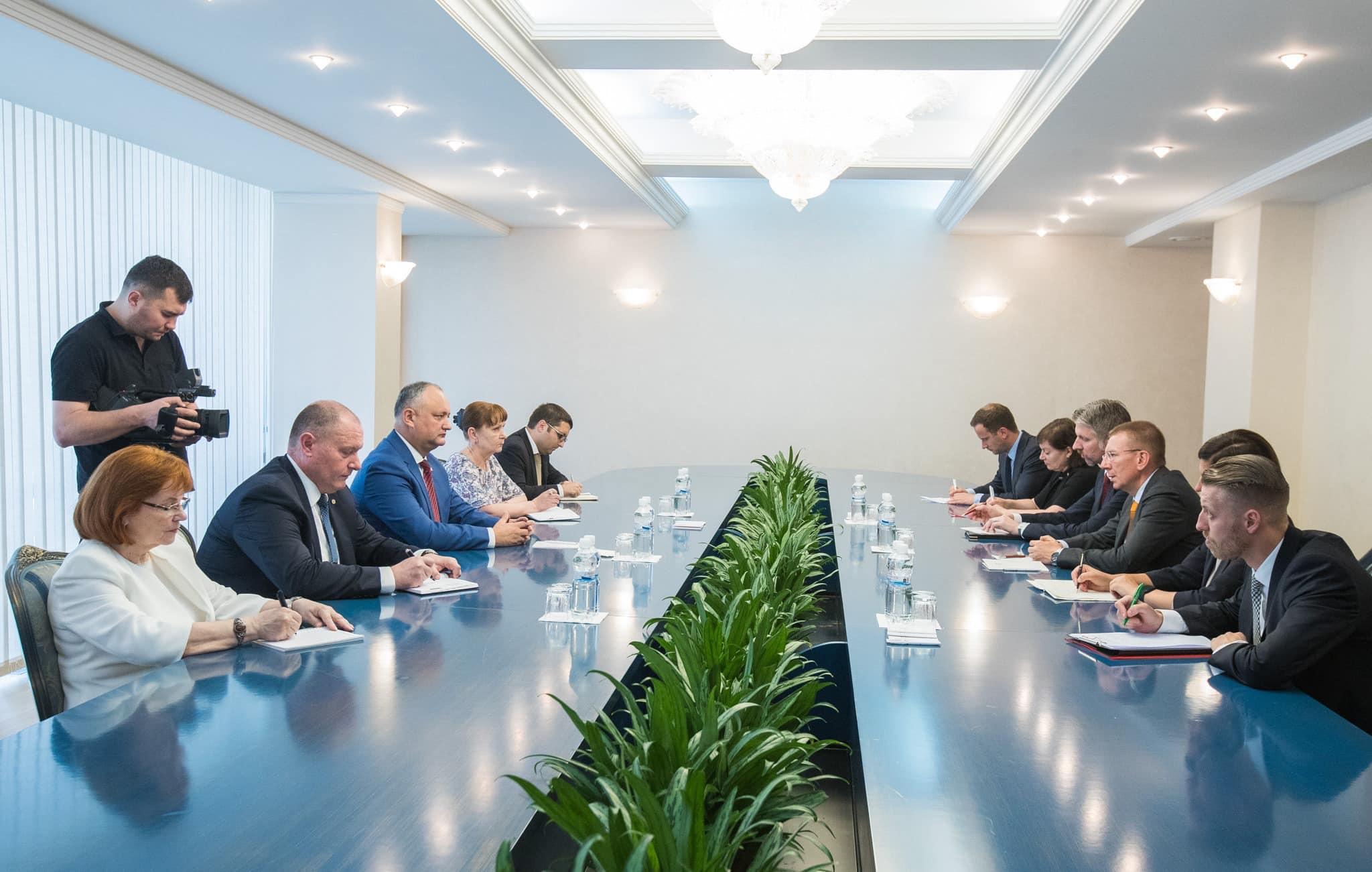Президент провел встречу с главой МИД Латвии (ФОТО, ВИДЕО)