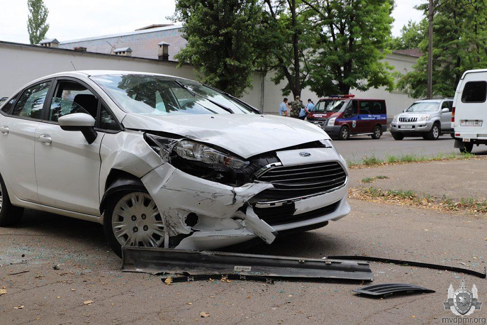 В Тирасполе столкнулись два легковых авто: жертв удалось избежать (ФОТО)