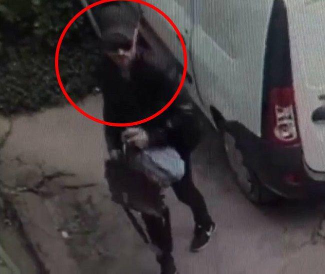 Полиция просит помощи в розыске мужчины, подозреваемого в двух автокражах (ВИДЕО)