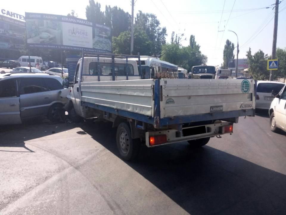 В столице за сутки было зарегистрировано более 30 аварий