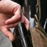 Средь бела дня: в Дондюшанах воры украли у женщины сумку с деньгами и украшениями