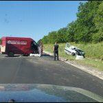 (ОБНОВЛЕНО) Серьёзное ДТП в Ниспоренах: после столкновения с микроавтобусом легковушка вылетела в кювет