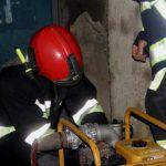 Бригады спасателей помогли населению откачивать воду из подвалов и дворов частных домов