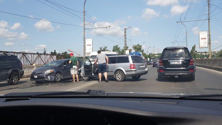Авария на Измайловском мосту: столкнулись две легковушки