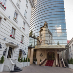СМИ: Принадлежащие Плахотнюку отель Nobil и помещения телеканалов арестованы