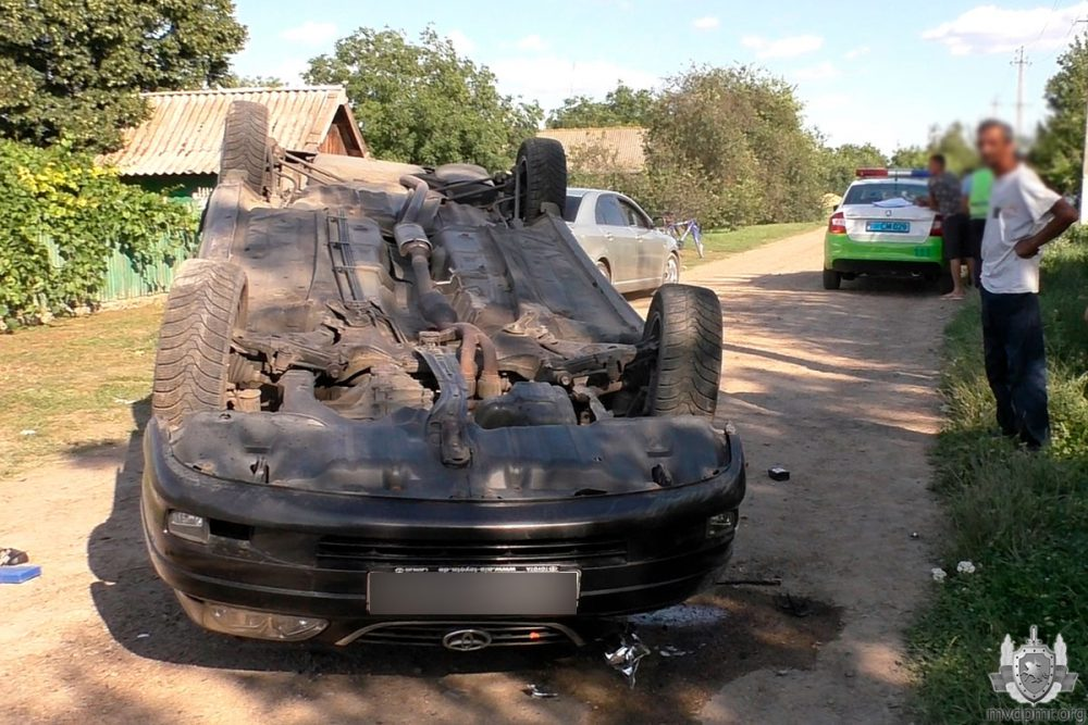 ДТП в Слободзее: водитель не справился с управлением, автомобиль опрокинулся (ФОТО)
