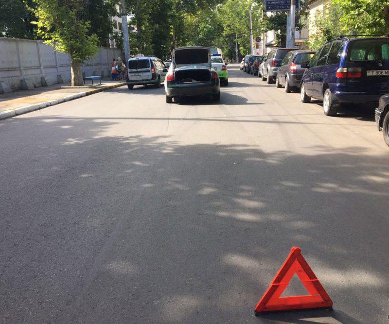 Пешеход нарушил ПДД и попал под машину в Тирасполе (ФОТО)