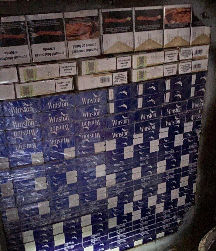 Водитель автобуса пытался провезти через границу более 100 000 сигарет (ФОТО, ВИДЕО)
